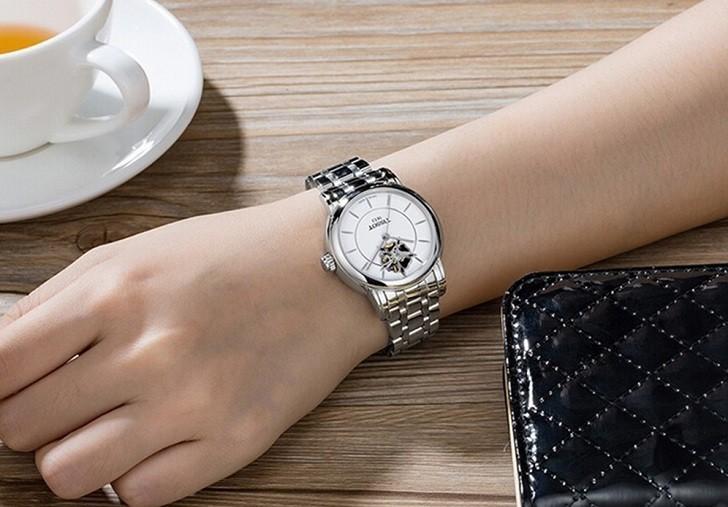 Đồng hồ Tissot T050.207.11.011.04 trang trí hình hoa lộ cơ - Ảnh 1