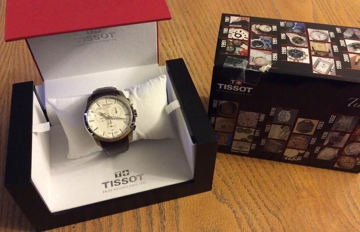 Đồng hồ Tissot T035.439.16.031.00 thoải mái bơi lội dưới hồ - Ảnh 1