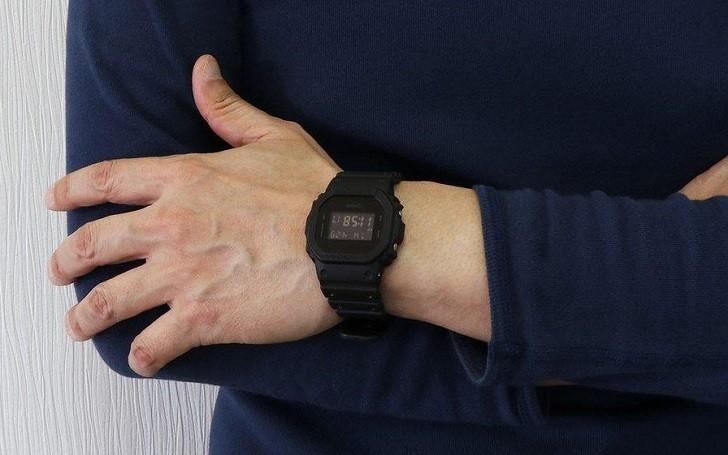 G-Shock DW-5600BB-1DR được tích hợp hơn 10 tính năng - Ảnh: 3