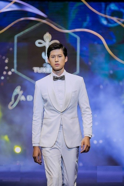 cach mix thoi trang adam store voi dong ho 3