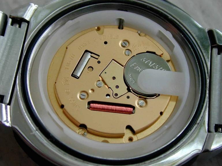 Đồng hồ máy Quartz là gì? Ưu, nhược điểm trên đồng hồ quartz - Ảnh: 12