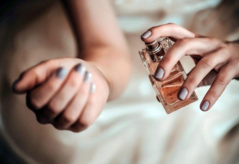 Cách chọn nước hoa nam thơm lâu nhất - Ảnh: 230