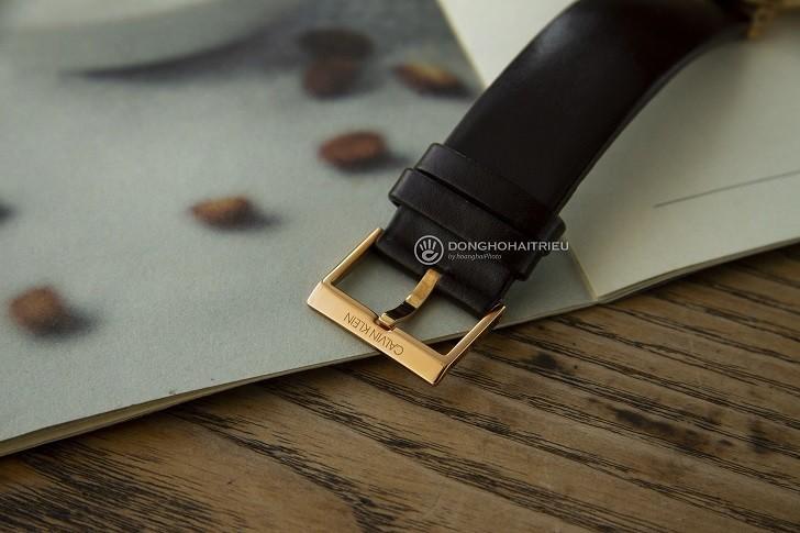 Sản phẩm được trang bị khóa gài với thiết kế cơ bản - Ảnh: 5