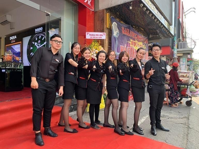 Đồng Hồ Hải Triều và dàn nhân viên bán hàng - Ảnh