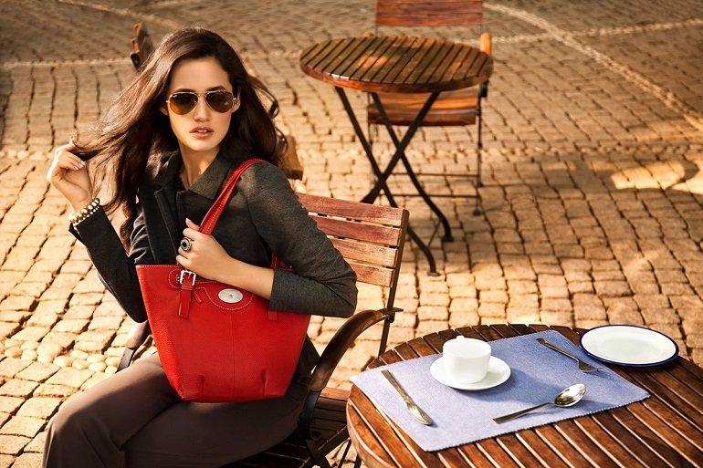 Quà Valentine cho vợ hoặc bạn gái bằng túi xách là rất ý nghĩa và thiết thực - Ảnh: 12