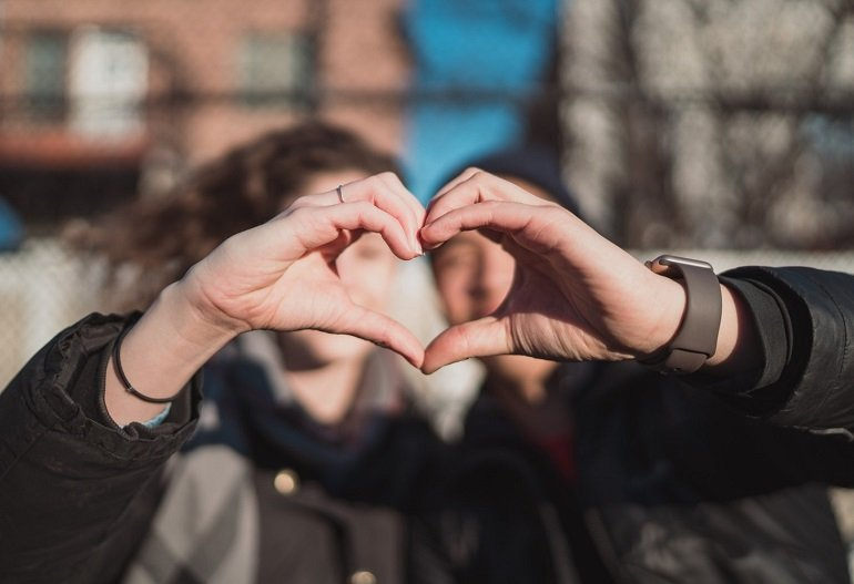 Đàn ông cũng sẽ rất hạnh phúc nếu được nhận một món quà tặng Valentine đấy - Ảnh: 14