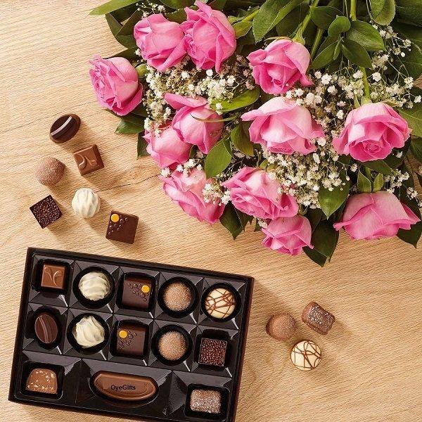 Hoa và chocolate được xem là bộ đôi quà Valentine ý nghĩa và phổ biến nhất - Ảnh: 2