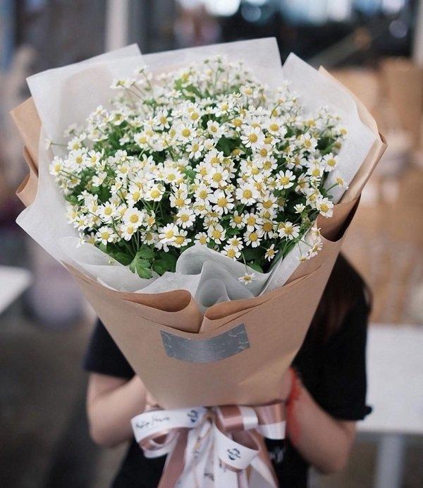Hoa vẫn là món quà tặng ý nghĩa và phù hợp - Ảnh: 28