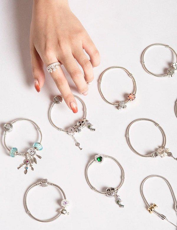 Phái đẹp luôn dành một tình yêu to lớn với những món trang sức lấp lánh, đặc biệt bằng đá - Ảnh: 32