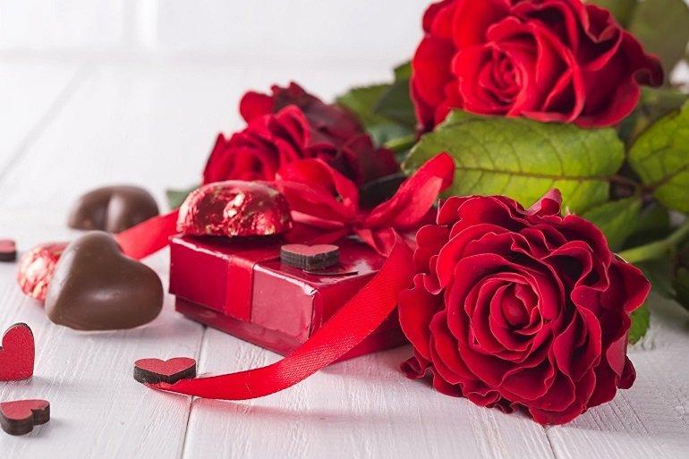 Bí ý tưởng về quà 14/2 cho nàng, hãy chọn cả hoa và socola - Ảnh: 4
