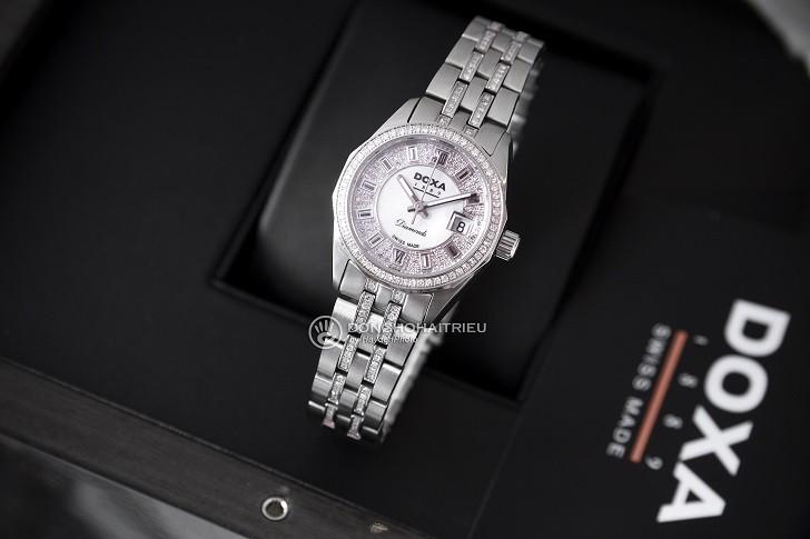 Không thể cầm lòng trước đồng hồ Doxa D106SMW kim cương - Ảnh 3