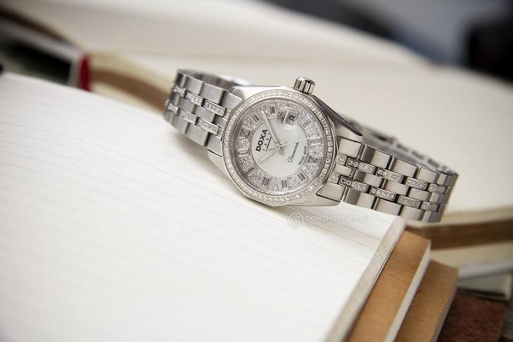 Không thể cầm lòng trước đồng hồ Doxa D106SMW kim cương - Ảnh 2