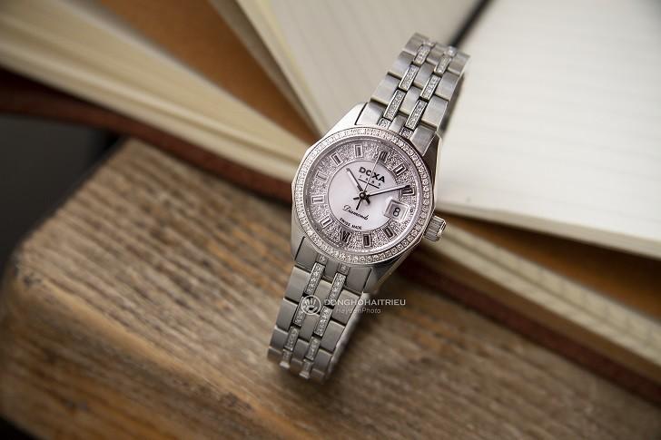 Không thể cầm lòng trước đồng hồ Doxa D106SMW kim cương - Ảnh 1