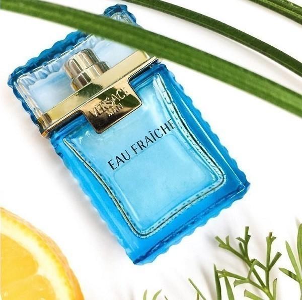 Nước hoa Versace nam màu xanh rất được ưa chuộng - Ảnh 2