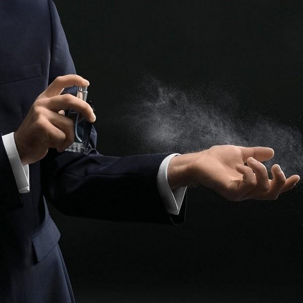 Cách xịt nước hoa versace nam thơm lâu và chuẩn mùi - Ảnh 21