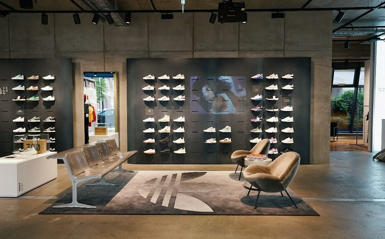 10 shop giày sneaker nam, nữ chính hãng uy tín nhất hiện nay - Ảnh: 1