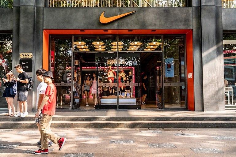 10 shop giày sneaker nam, nữ chính hãng uy tín nhất hiện nay - Ảnh: 13