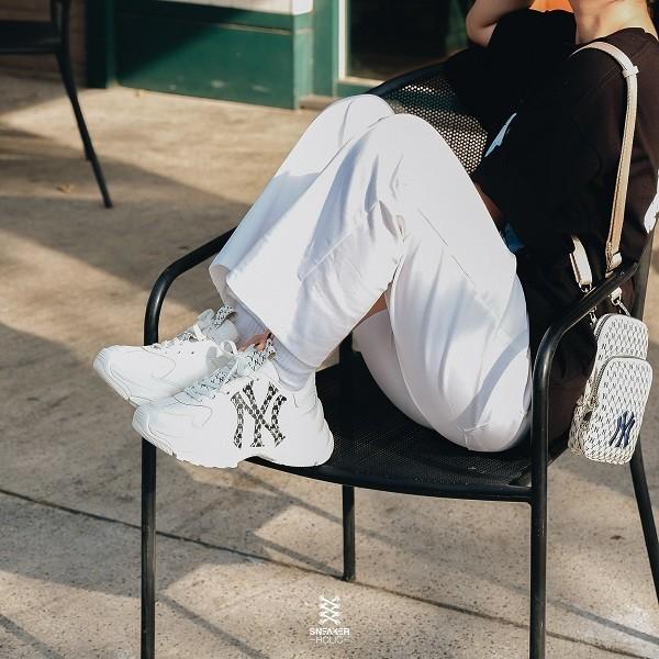 10 shop giày sneaker nam, nữ chính hãng uy tín nhất hiện nay - Ảnh: 19