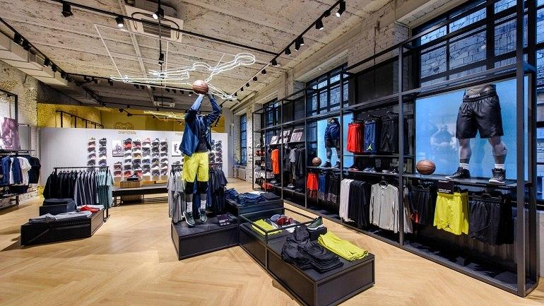 10 shop giày sneaker nam, nữ chính hãng uy tín nhất hiện nay - Ảnh: 2