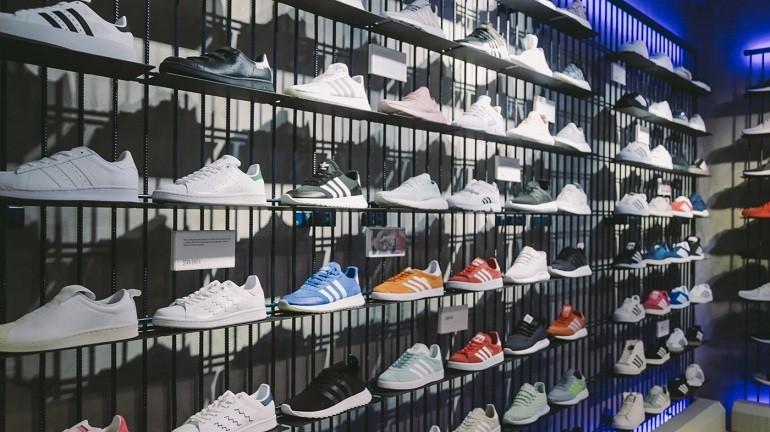 10 shop giay sneaker nam nu chinh hang uy tin nhat hien nay
