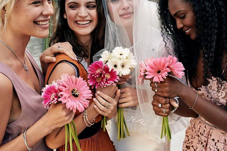 Cô gái đeo nhẫn Pandora vương miện trong ngày cưới - Ảnh 7