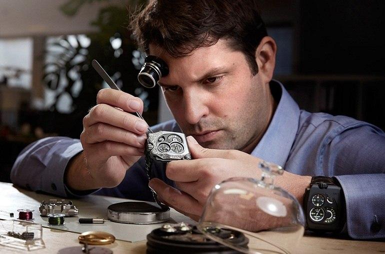 Dịc vụ thay kính Sapphire cho đồng hồ ngày càng được chú trọng - Ảnh 1