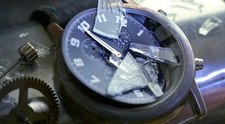 Thay kính sapphire cho đồng hồ ở nơi không uy tín - Ảnh 11