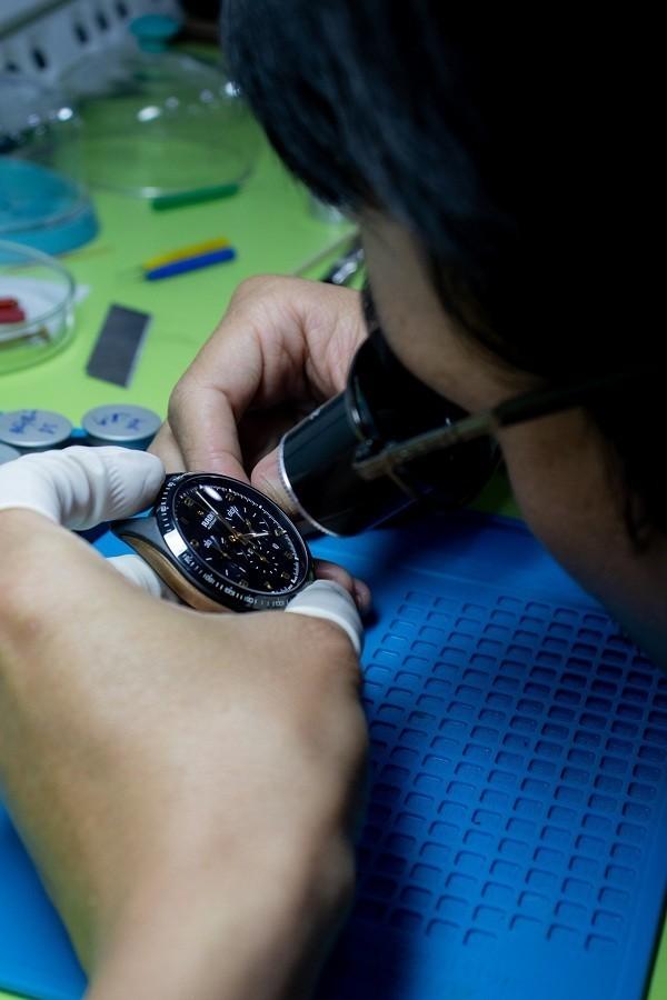 Thay kính sapphire cho đồng hồ phải chọn nơi uy tín - Ảnh 5