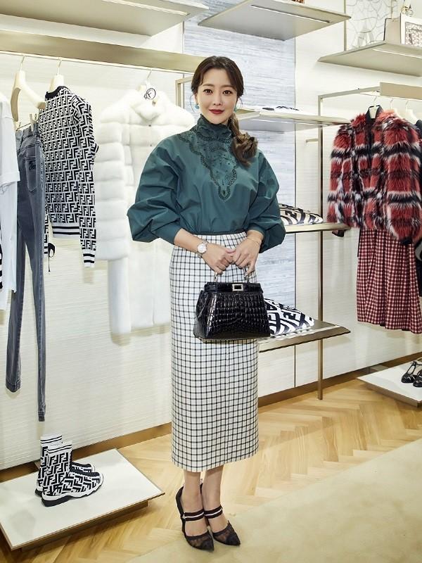 Phong cách thời trang công sở nữ Hàn Quốc chín chắn - Ảnh 17