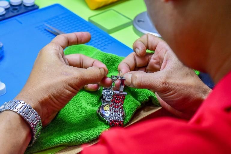 Cách sửa đồng hồ đeo tay nhanh chóng bằng 10 mẹo đơn giản - Ảnh: 9
