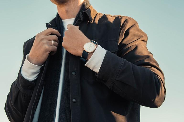 Giải đáp: Mua đồng hồ chính hãng ở đâu? Hãng nào? Bảng giá? Ảnh 1