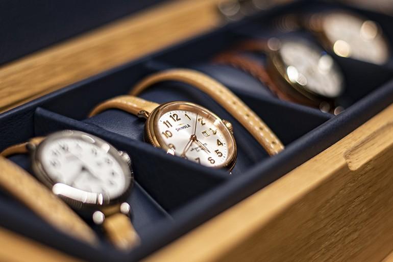Giải đáp: Mua đồng hồ chính hãng ở đâu? Hãng nào? Bảng giá? Ảnh 4