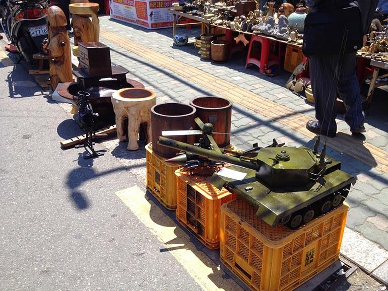 15 chợ đồ cũ nổi tiếng, lâu đời nhất tại Sài Gòn hiện nay - Ảnh: 1