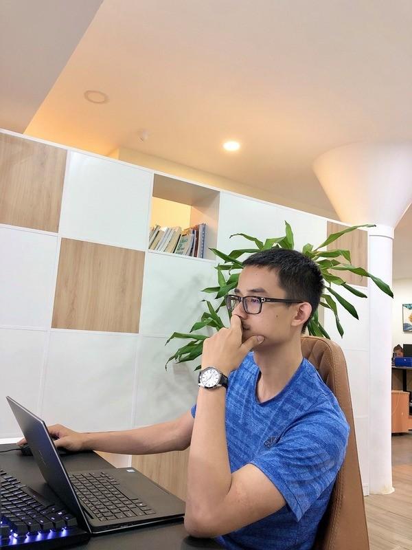 Tin được không: Giám đốc Đồng Hồ Hải Triều đeo đồng hồ giá 700K? - Ảnh: 1