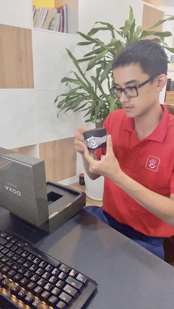 Tin được không: Giám đốc Đồng Hồ Hải Triều đeo đồng hồ giá 700K? - Ảnh: 2
